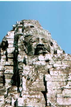 アンコールワットの主要寺院の一つ、バイヨン。有名な「クメールの微笑」。