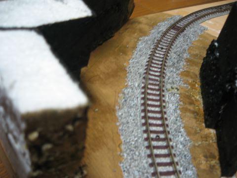 トンネル内部下塗りとバラスト