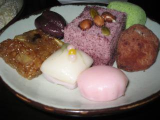 茶院で食べた伝統菓åã€'けっこう甘くて油っこい。