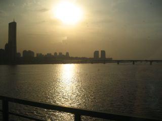 帰りのKTXで通過した漢江(ハンガン)の夕陽。