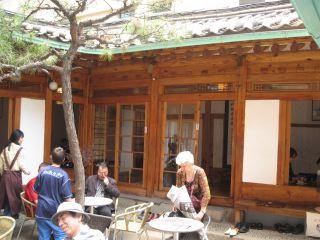 再び仁寺洞を訪れ、茶院で一服。これがこの旅行最後の市内グルメ。